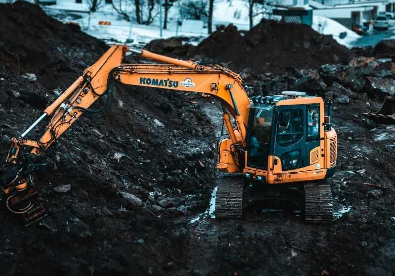 Grävmaskin utför grovterrassering