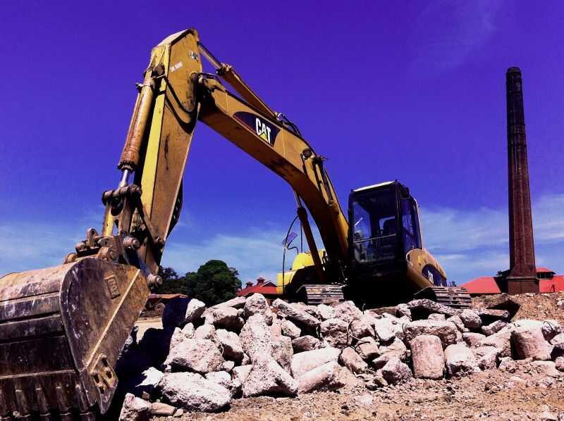 Grävmaskin schaktar efter losshållning